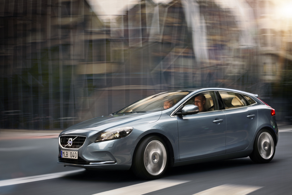 2013 volvo v40 t4 motoring middle east car news reviews and buying guidesmotoring middle. Black Bedroom Furniture Sets. Home Design Ideas
