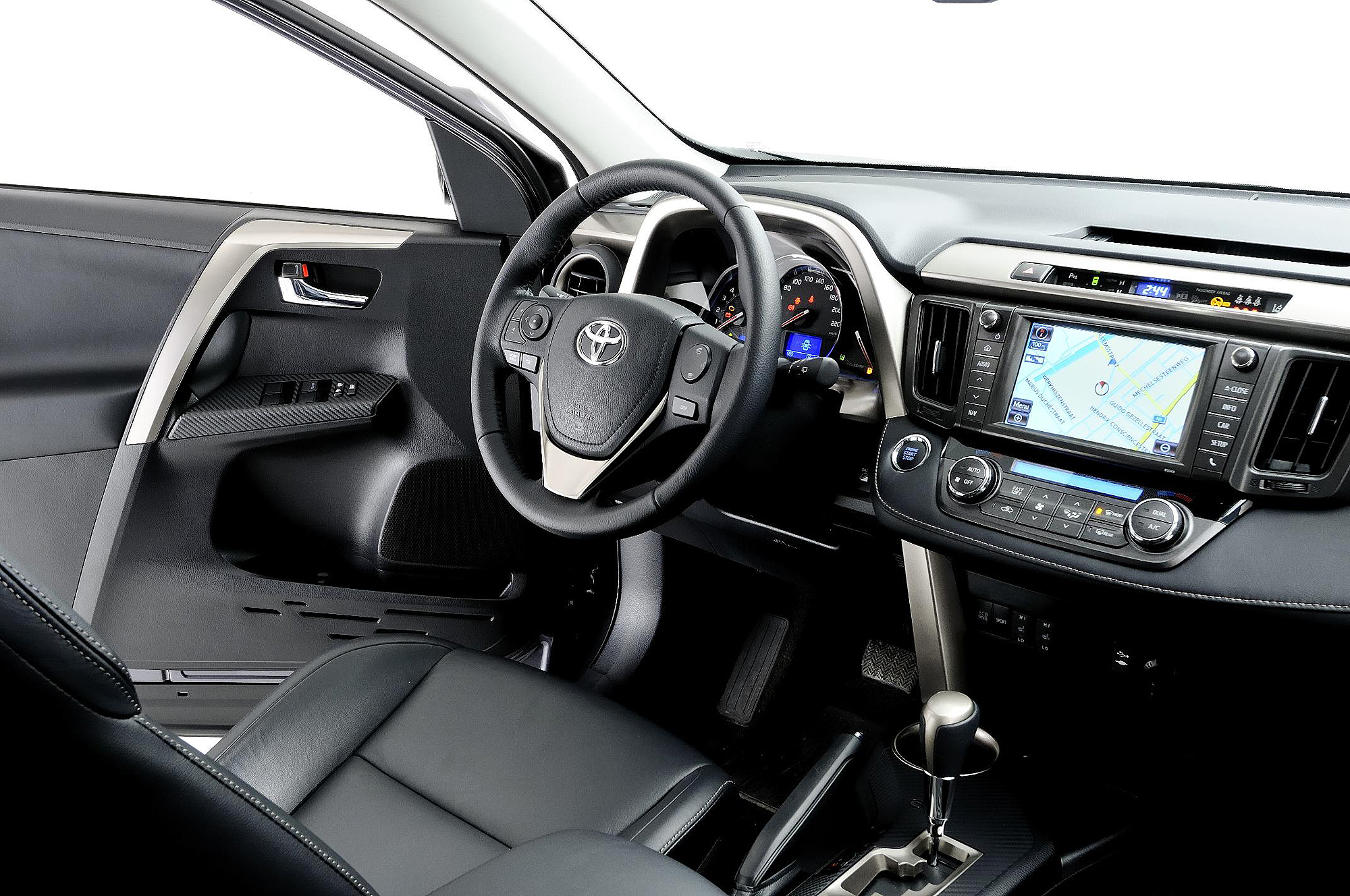 2013 toyota rav4 review motoring middle east car news reviews and buying guidesmotoring. Black Bedroom Furniture Sets. Home Design Ideas