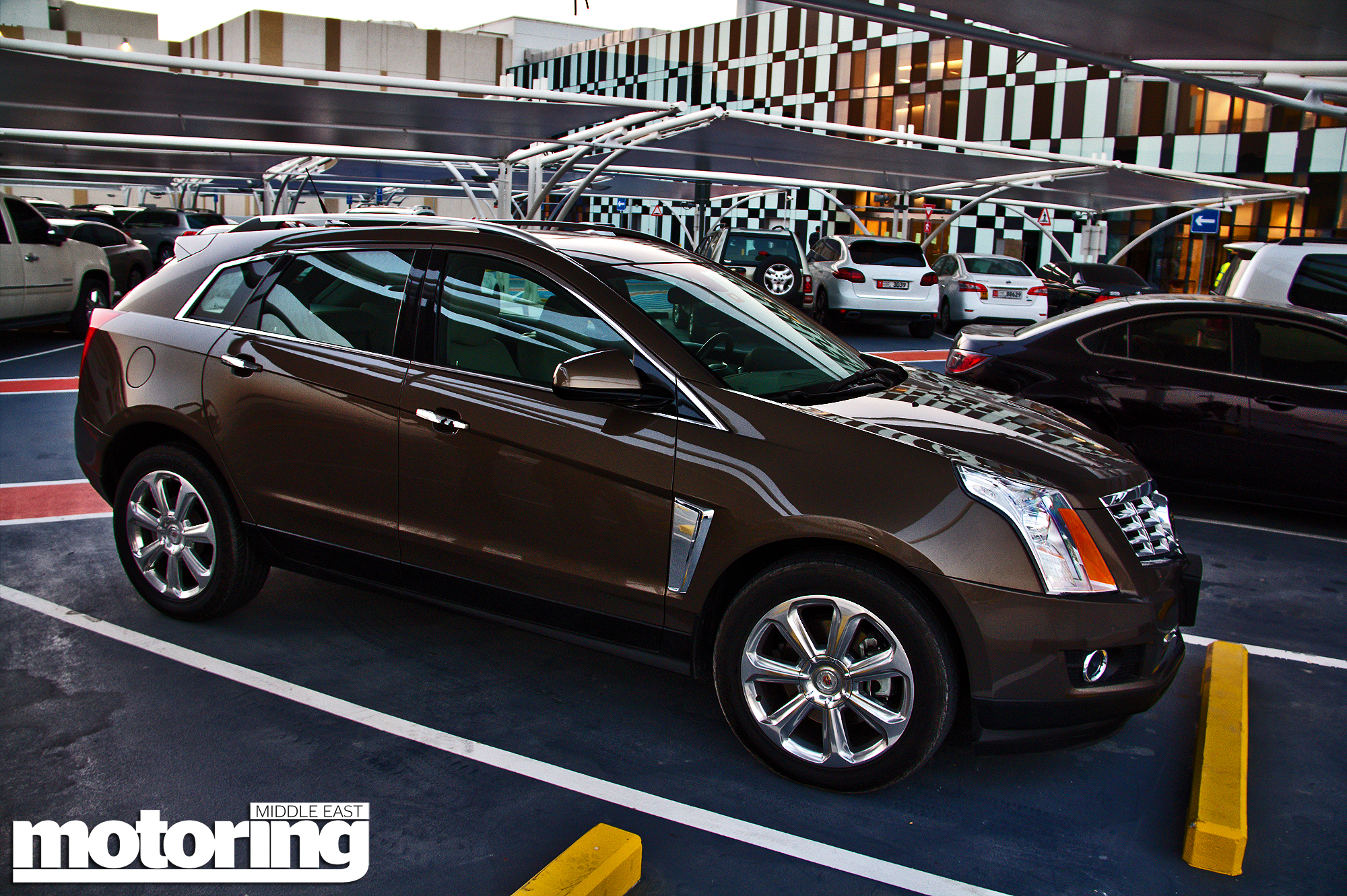 review view news cadillac look first rear srx motor en side trend