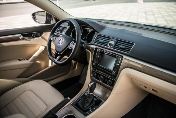 2016 Volkswagen Passat video review