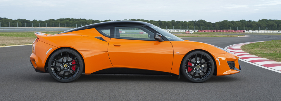 We get our first taste of the new second generation Lotus Evora