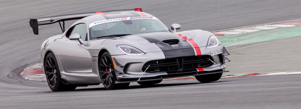 At the Dodge driving day at the Dubai Autodrome, we got to experience the brutal 2016 Viper ACR