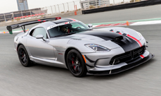Hot laps in a 2016 Viper ACR in Dubai